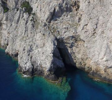 Monk Seal Cave 360x320 03a2c1294166303c1fa202e020da104a